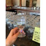 Lot de (35) verres d'eau
