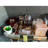 Gros lot d'items varies accessoires et assiettes