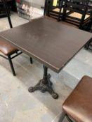 (10) Tables - avec base fer forgé 23 x 22'' - QUANTITÉ x prix misé