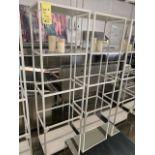 (2) Racks / présentoirs 4 niveaux avec vitre - QUANTITÉ x prix misé