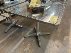 """(2) Tables de patio 32 X 32 """" - QUANTITÉ x prix misé"""