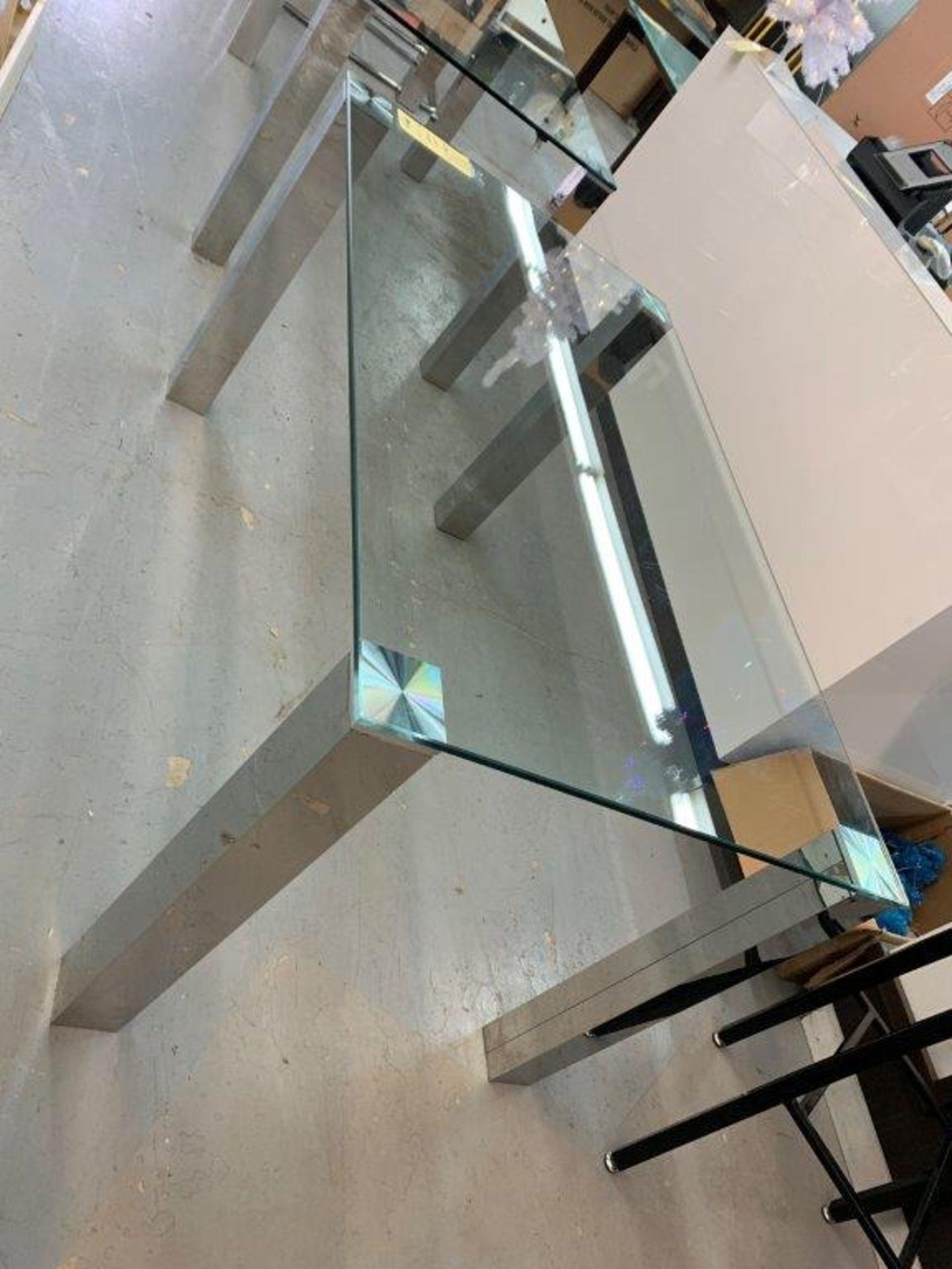 """Belle Table à diner dessus en vitre 55 x 32"""" - pattes chromes - Image 2 of 2"""