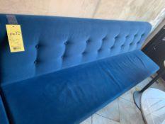 """(2) Banquettes 7'.5 x 18"""" siège Velour bleu QUANTITÉ X PRIX MISÉ (F)"""