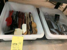 Lot de 2 bacs a/ items pour cuisiner variés