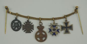 Bayern: Miniaturenkette eines Frontoffiziers mit 5 Auszeichnungen.1.) Preussen: Eisernes Kreuz,