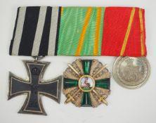 Baden: Ordenschnalle eines Frontoffiziers mit 3 Auszeichnungen.1.) Preussen: Eisernes Kreuz, 1914,