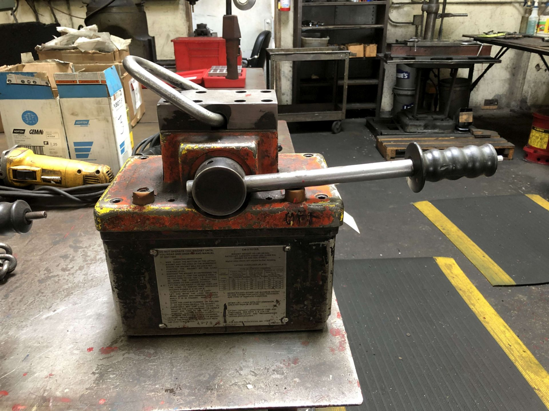 Lot 10 - OS Walker CM-3 Toter Permanent Lift Magnet, Rated Lift Capacity: 0-2,000 Lbs, Magnet Weight: 150