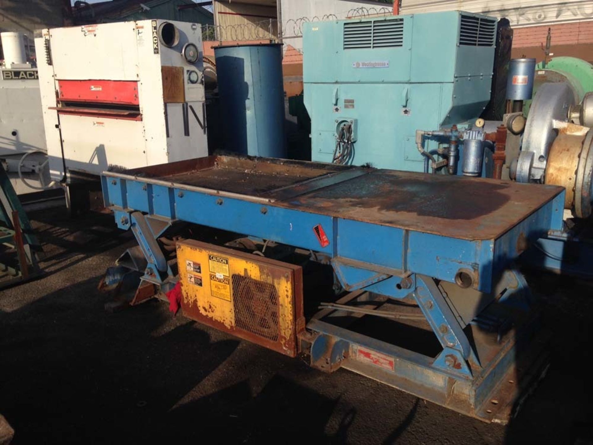 """Lot 471 - 1995 General Kinematics Vibrating Parts Shakeout 