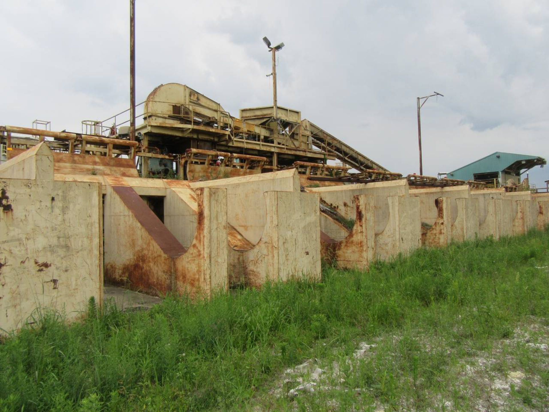 Lot 131 - (8) Kickers with Bunks
