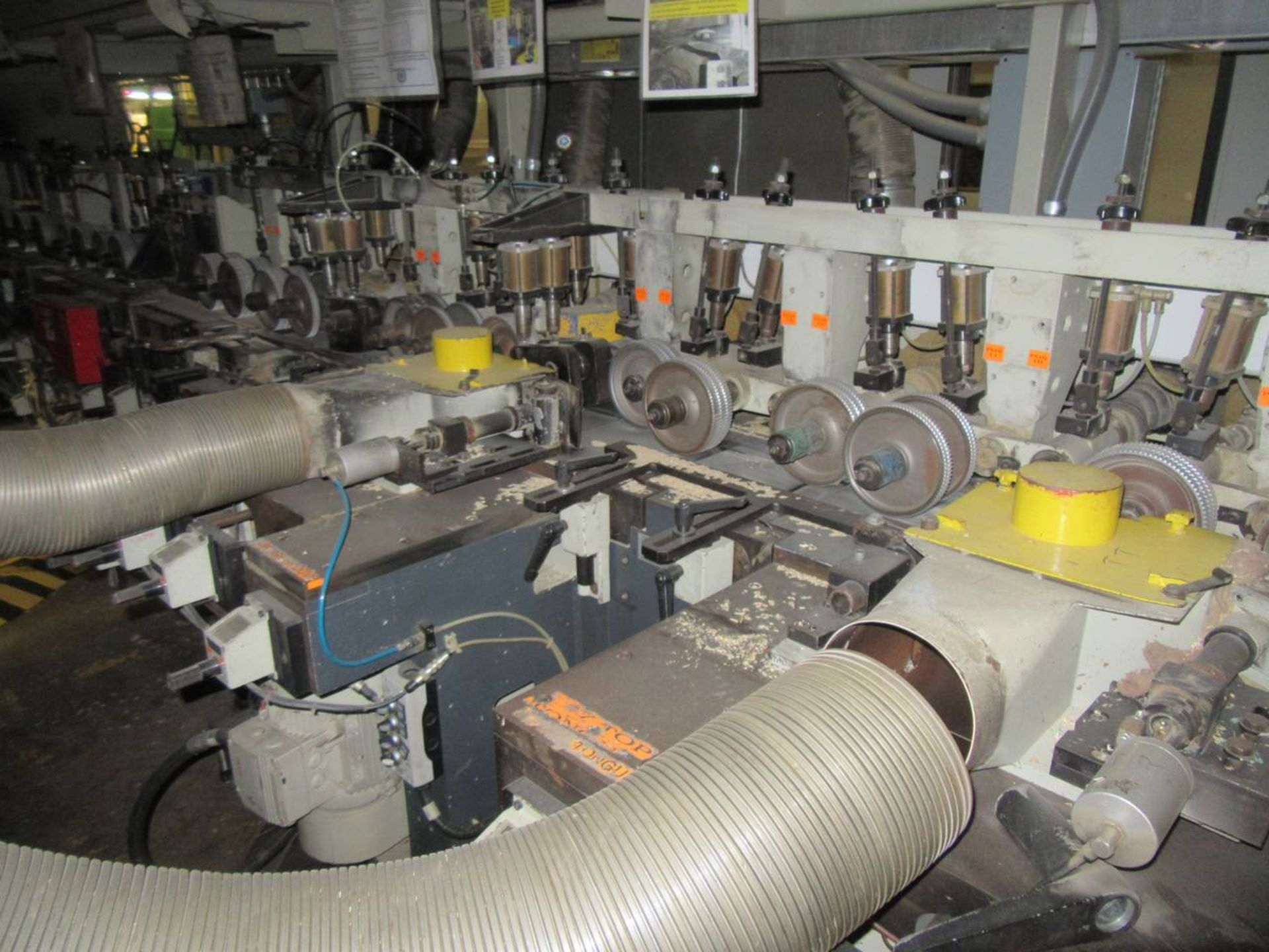 Lot 10 - Weining Group Moulder