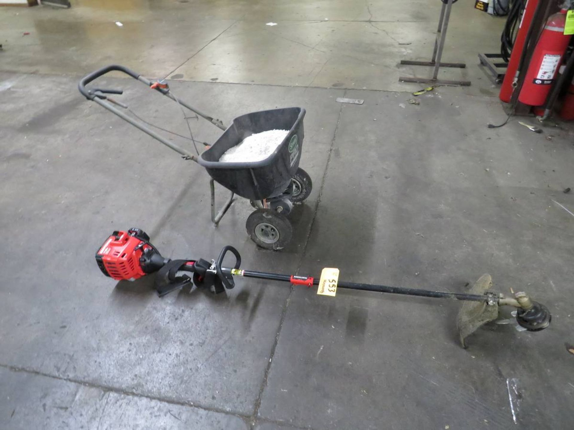 Lot 553 - Assorted Lawn Tools