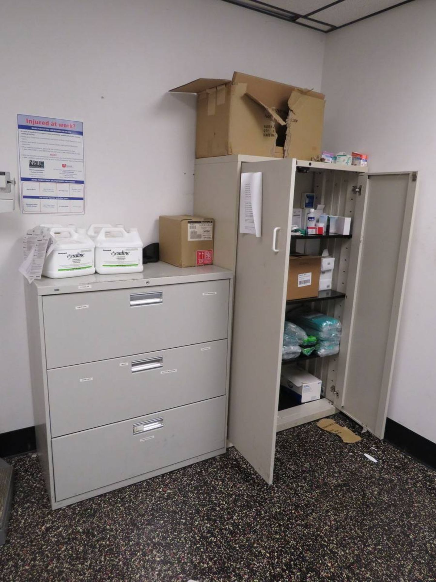 Lot 617 - Contents of Medical Room