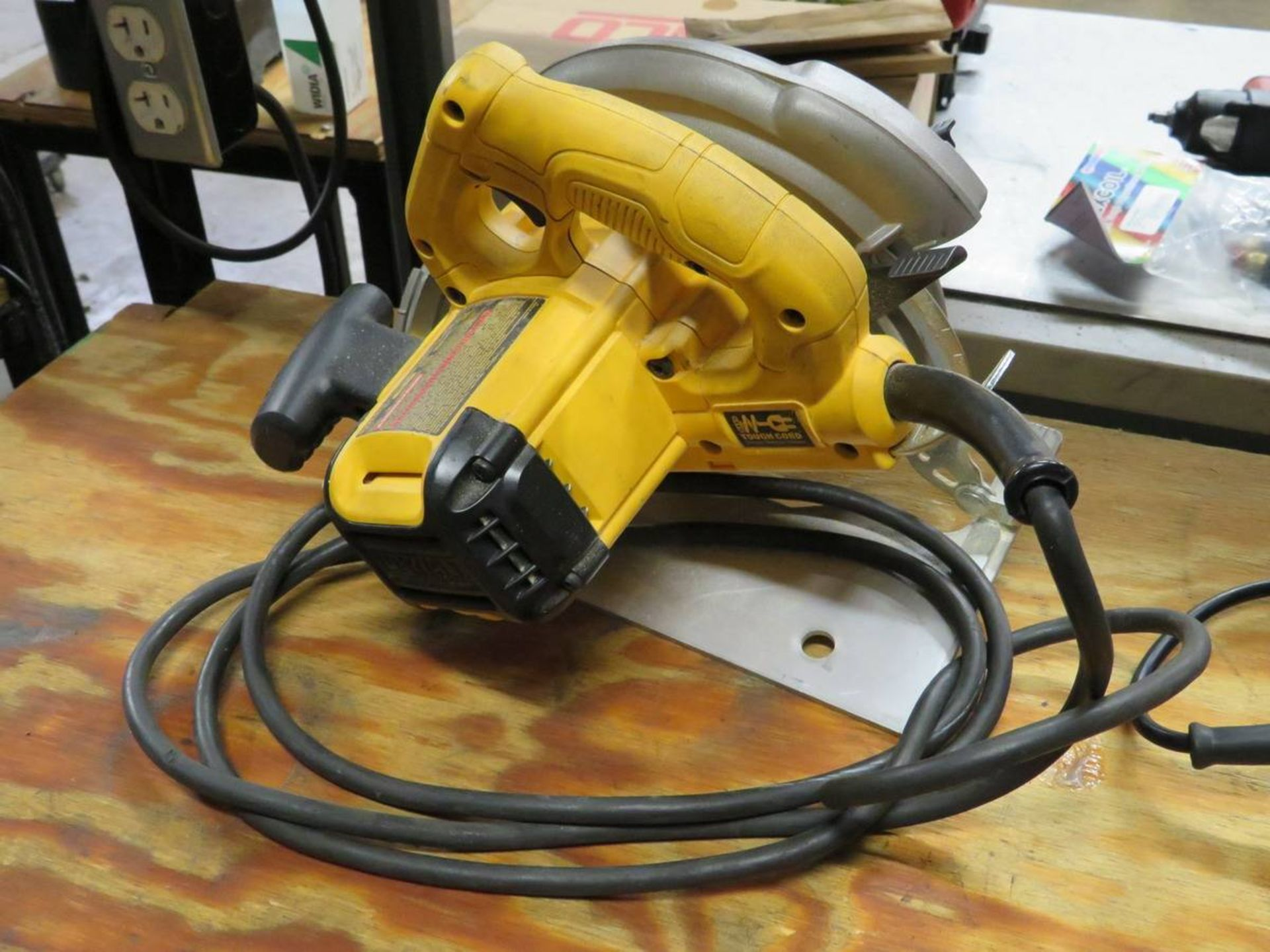 Lot 15 - Assorted Electric Saws