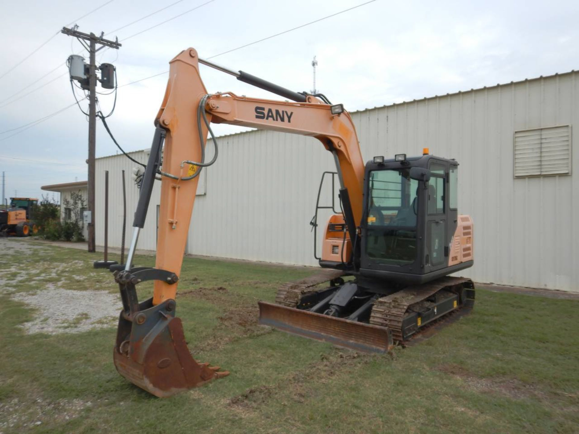 Lot 24 - 2016 SANY SY75C Mini Excavator