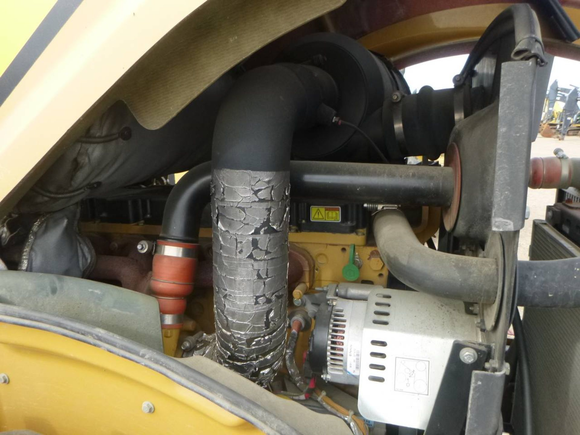 2009 Caterpillar CP56 Compactor - Image 6 of 9