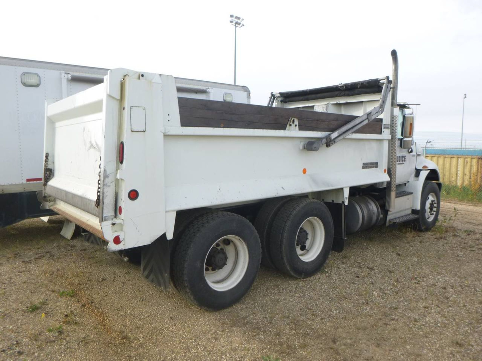 2018 International 4400 SBA 6X4 Dump Truck - Image 3 of 15