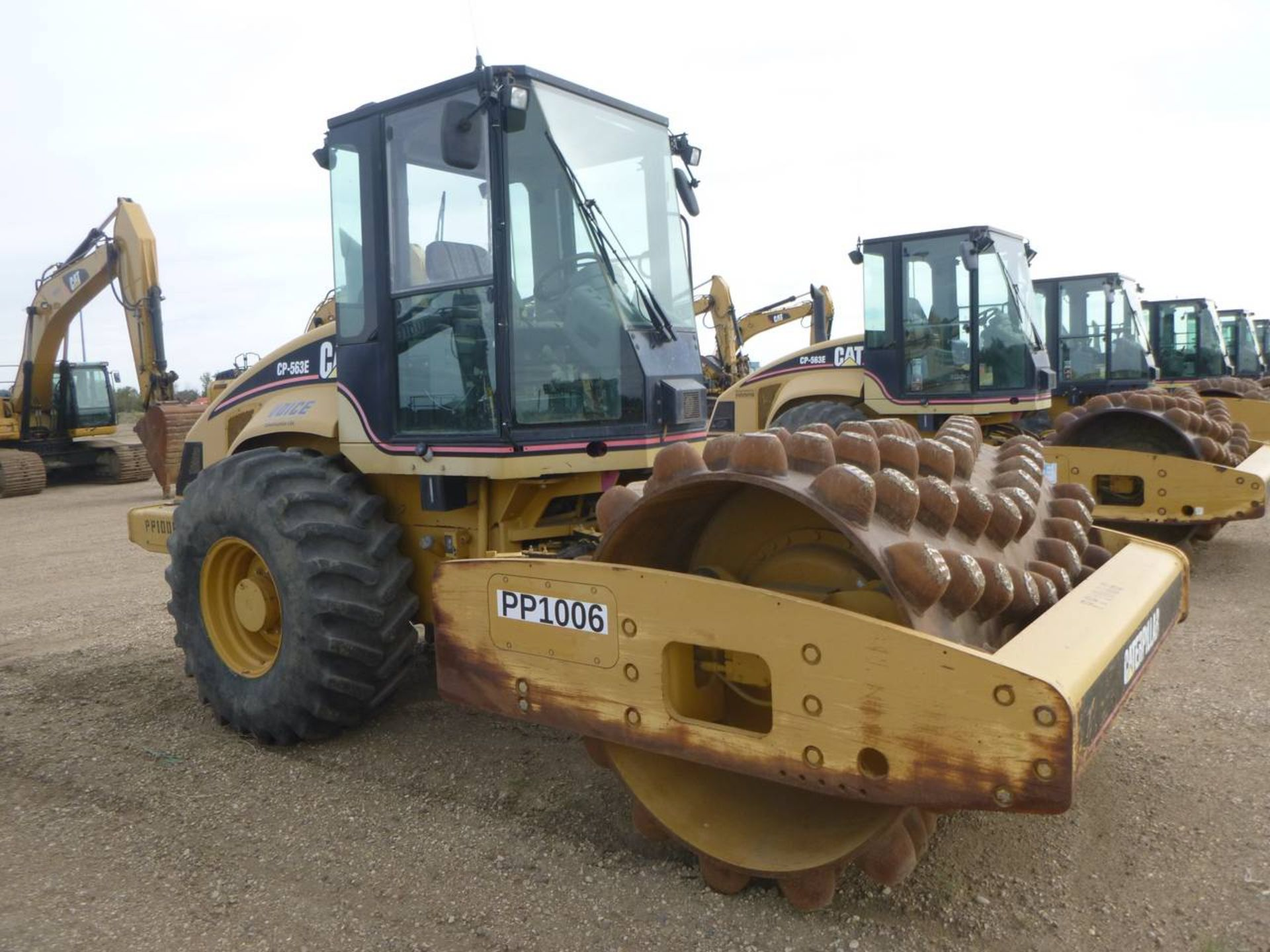 2007 Caterpillar CP-563E Compactor - Image 2 of 9