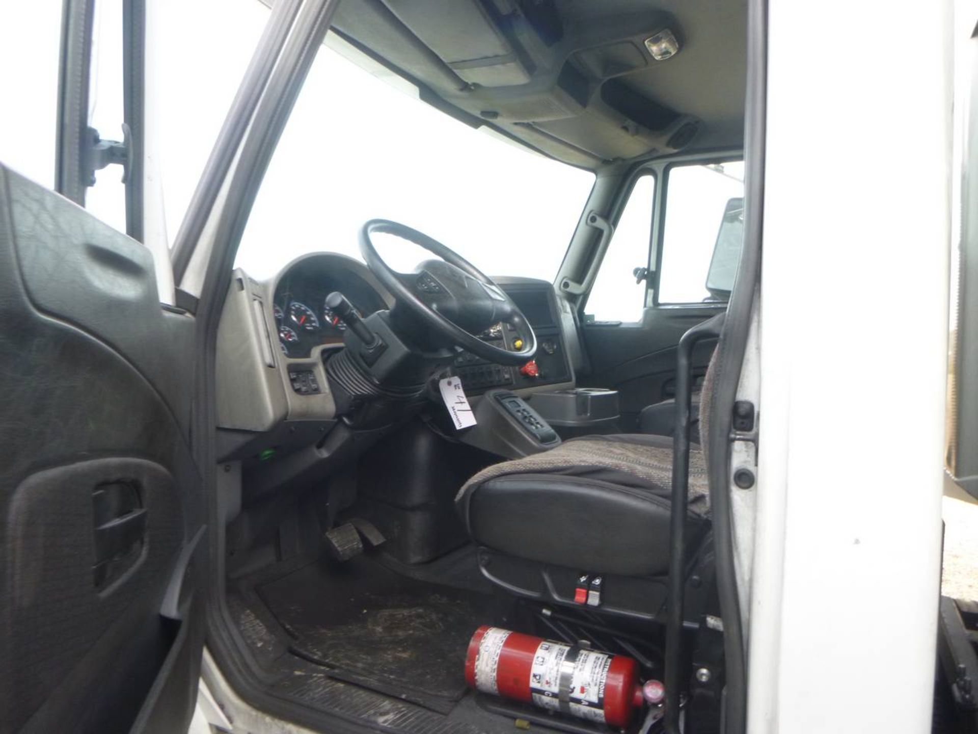 2018 International 4400 SBA 6X4 Dump Truck - Image 6 of 15