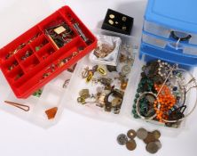 Jewellery to include brooches, earrings cufflinks, tie clips etc (qty)
