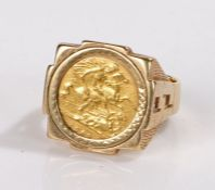 Half sovereign ring, the coin dated 1903, housed in a 9 carat gold ring, 13.8g
