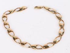 9 carat gold bracelet, formed from oval links, 3.3g