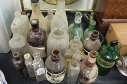 Collection of glass bottles, to include Weston Thomas Beverages Scrubb's, Benbow's Dog Mixture