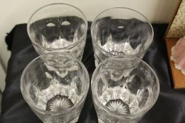 Four early 19th Century whisky glasses, with slice cut decoration and star cut bases (4)