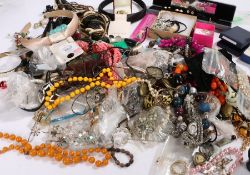 Costume jewellery to include bead necklaces, brooches, earrings, bracelets etc. (qty)