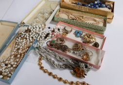 Costume jewellery, to include necklaces, brooches, pendants etc. (qty)