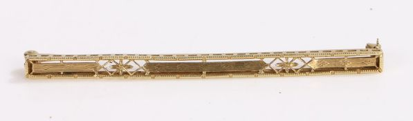 14 carat gold brooch with pierced decoration, 6.5cm wide, 3.6g
