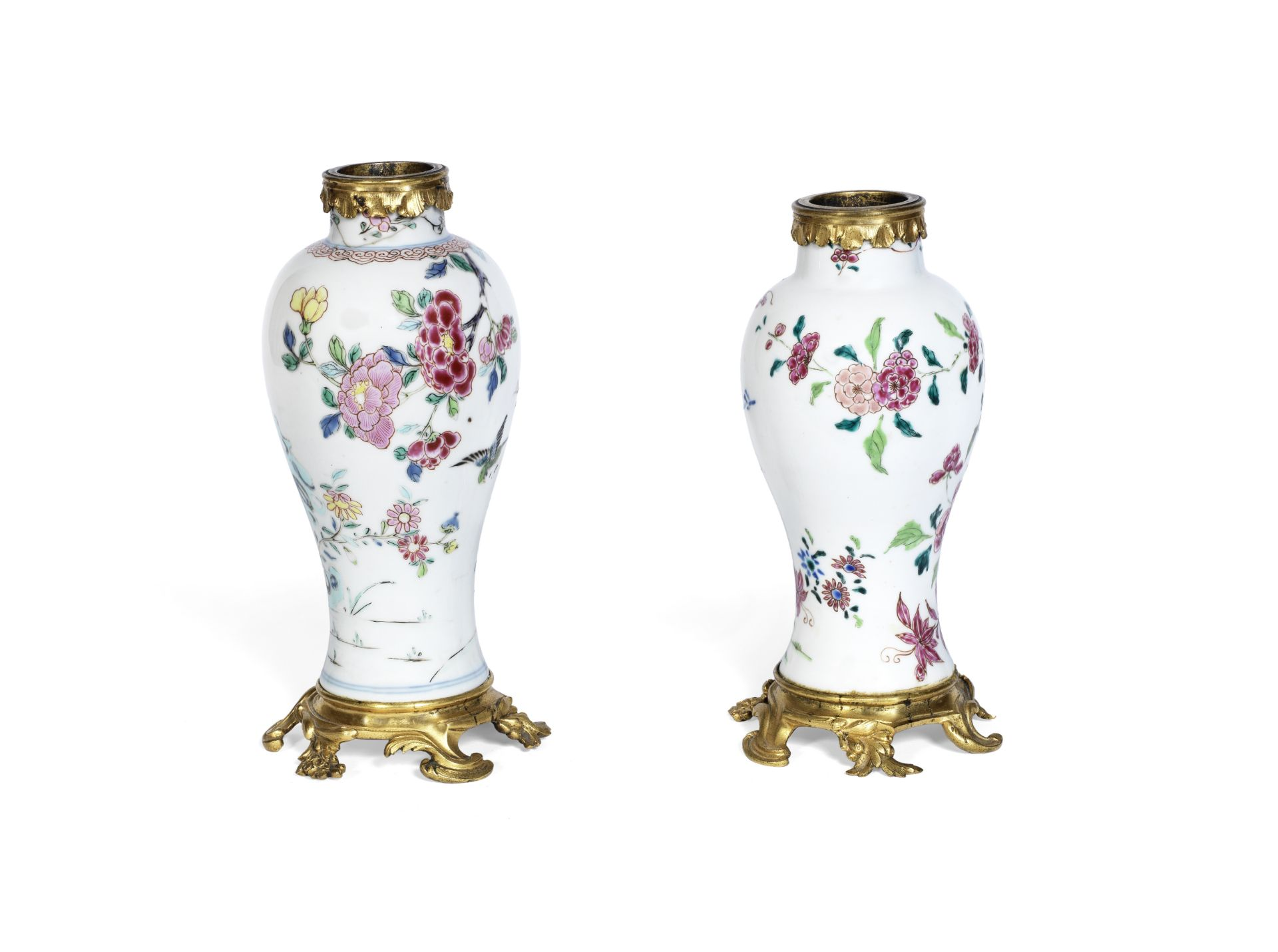 Los 221 - A pair of Louis XV gilt bronze mounted matched Chinese famille rose porcelain garniture vases th...