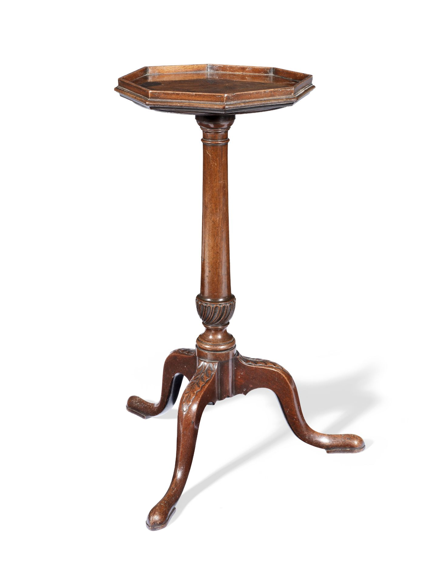 Los 76 - A George III mahogany kettle stand