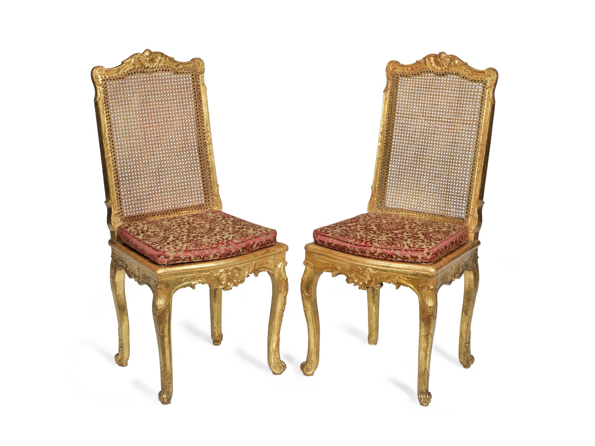 Los 124 - A pair of Louis Philippe giltwood salon chaises in the Regence style (2)