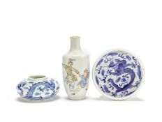 A small famille rose vase and two blue and white vessels Late Qing Dynasty (3)
