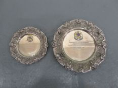 Two commemorative plates ((2))