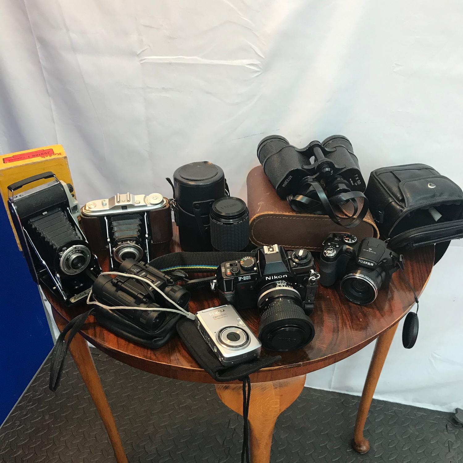 Lot 195A - A Selection of vintage cameras to include Bellow Kodak Junior 1, Bellow camera, Tasco binoculars,