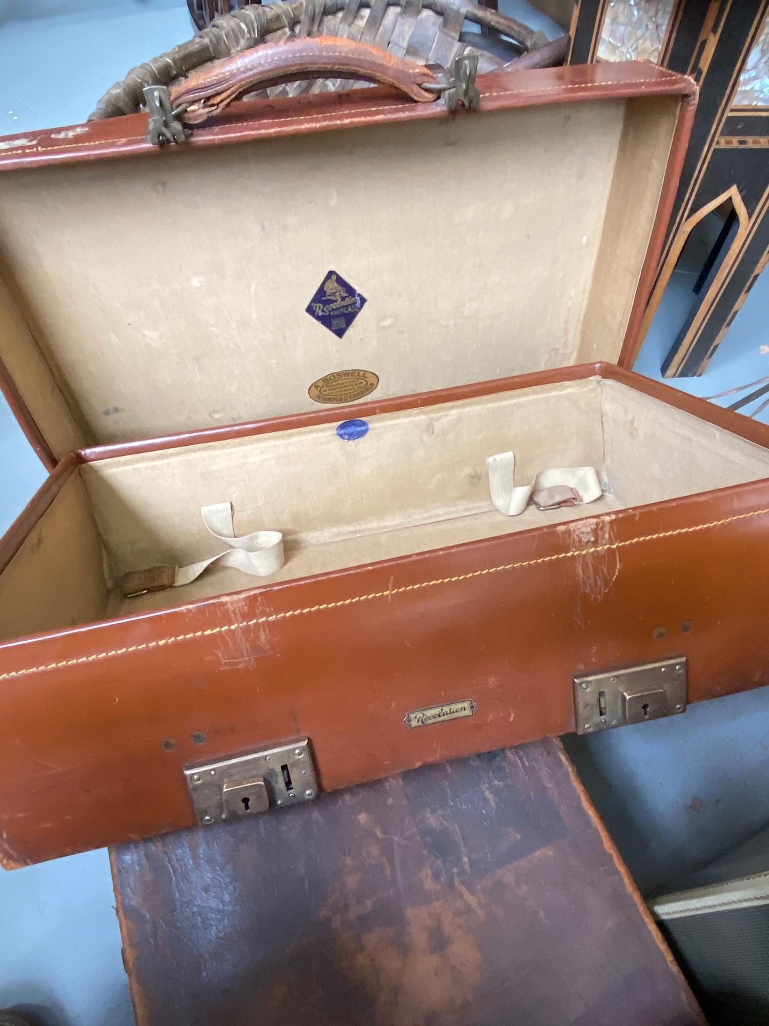 Lot 236 - A lot of three vintage travel cases. Which includes good quality leather case produced by A