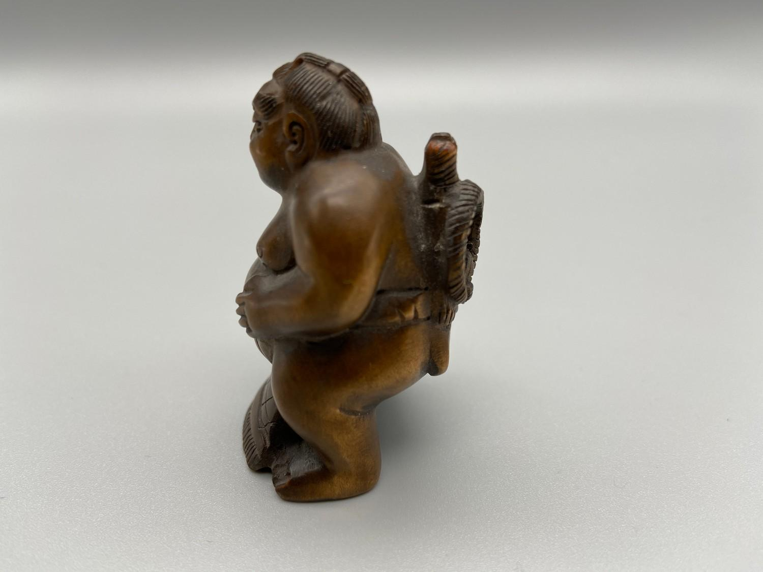 Lot 42J - Japanese hand carved netsuke of a sumo wrestler, signed by the artist [5cm]