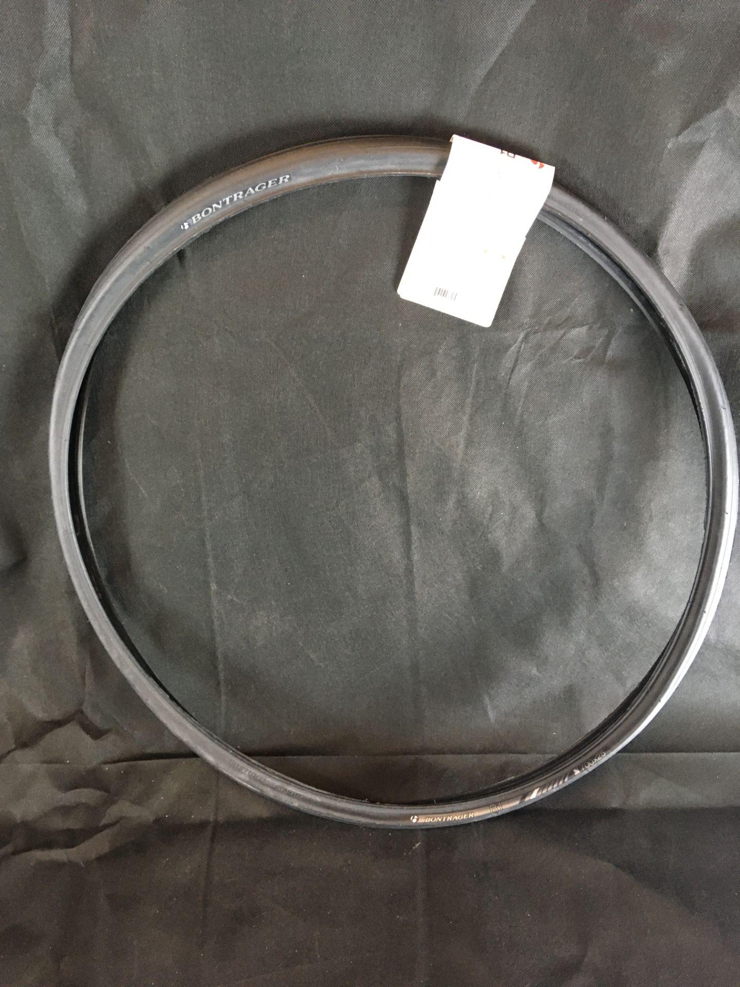Los 637 - New Bontrager R1 Hard-Case Road Tyre
