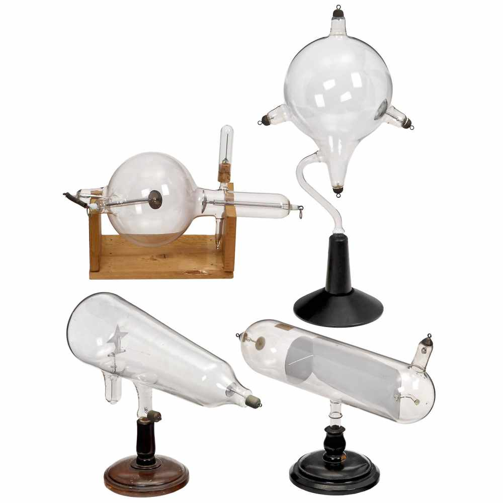 "Los 50 - 4 Large Physical Demonstration Instruments, c. 19201) ""Maltese Cross"", cathode ray tube with"