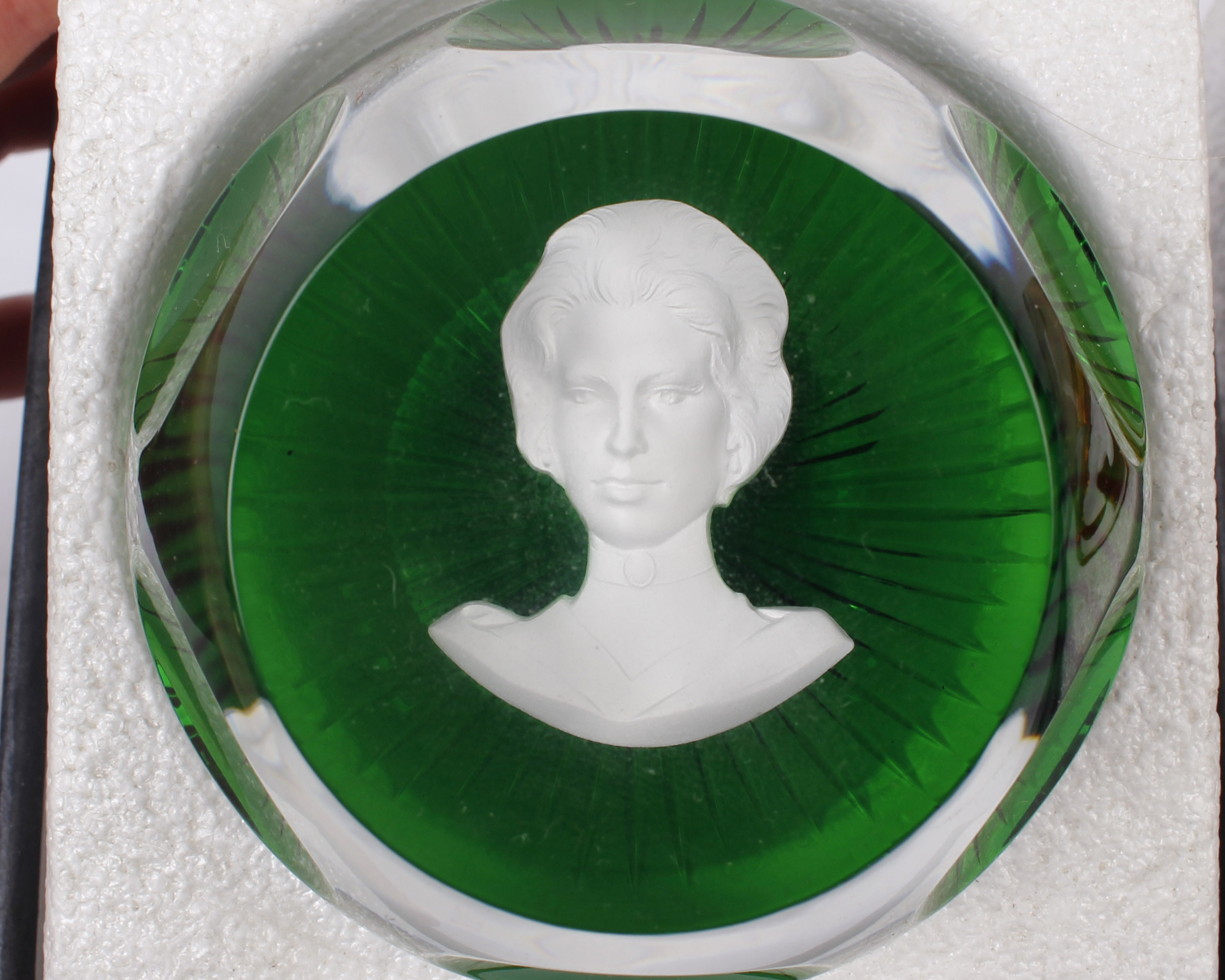 A Set of Four Royal Cameos in Crystal By Baccarat Crystal, France Four royal portrait paperweights - Image 3 of 3