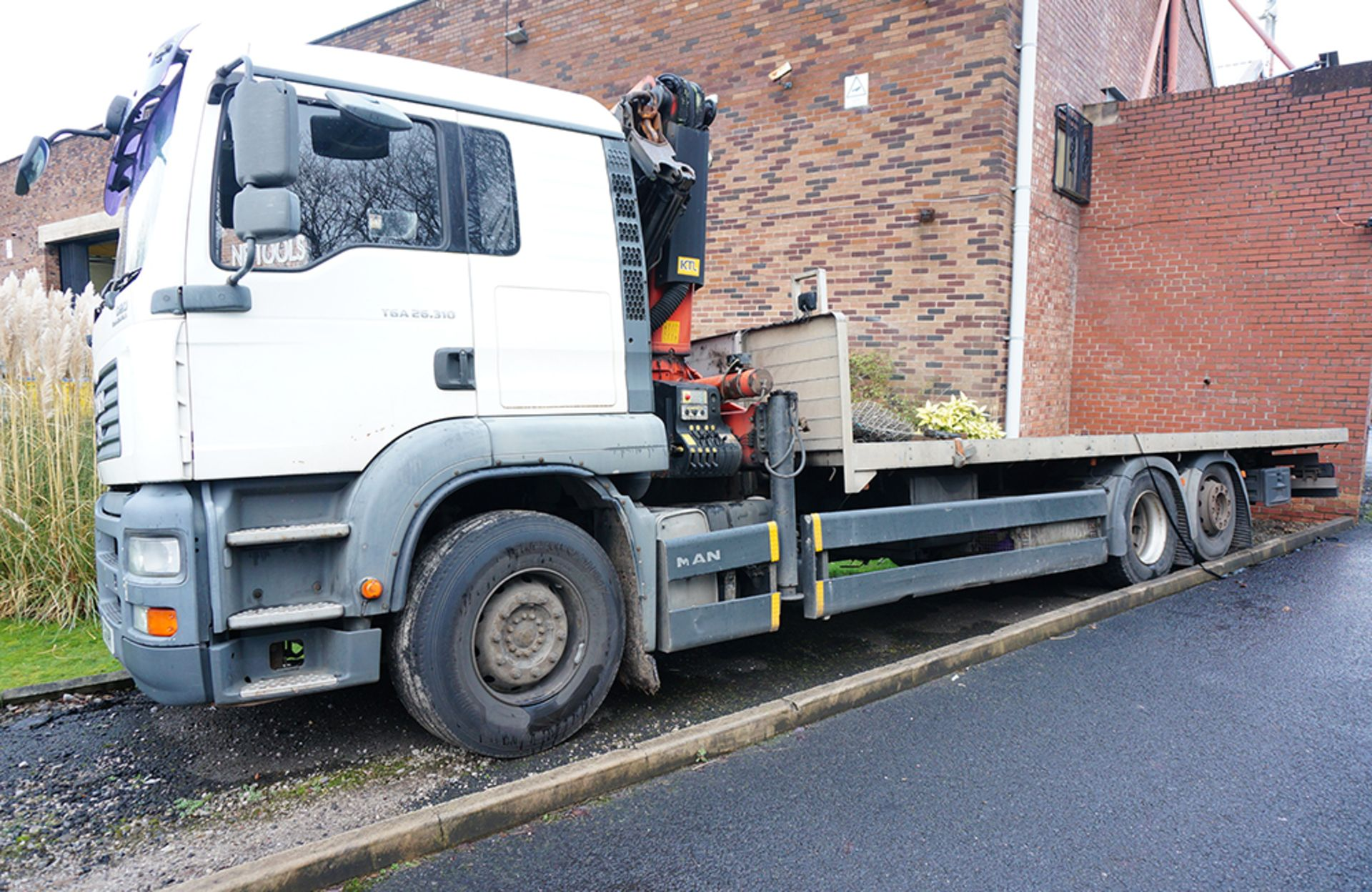 MAN TGA 26.310 Flatbed Lorry with Palfinger PK23002 Crane. 26,000KG Gross Weight. Year 2006. - Image 3 of 20