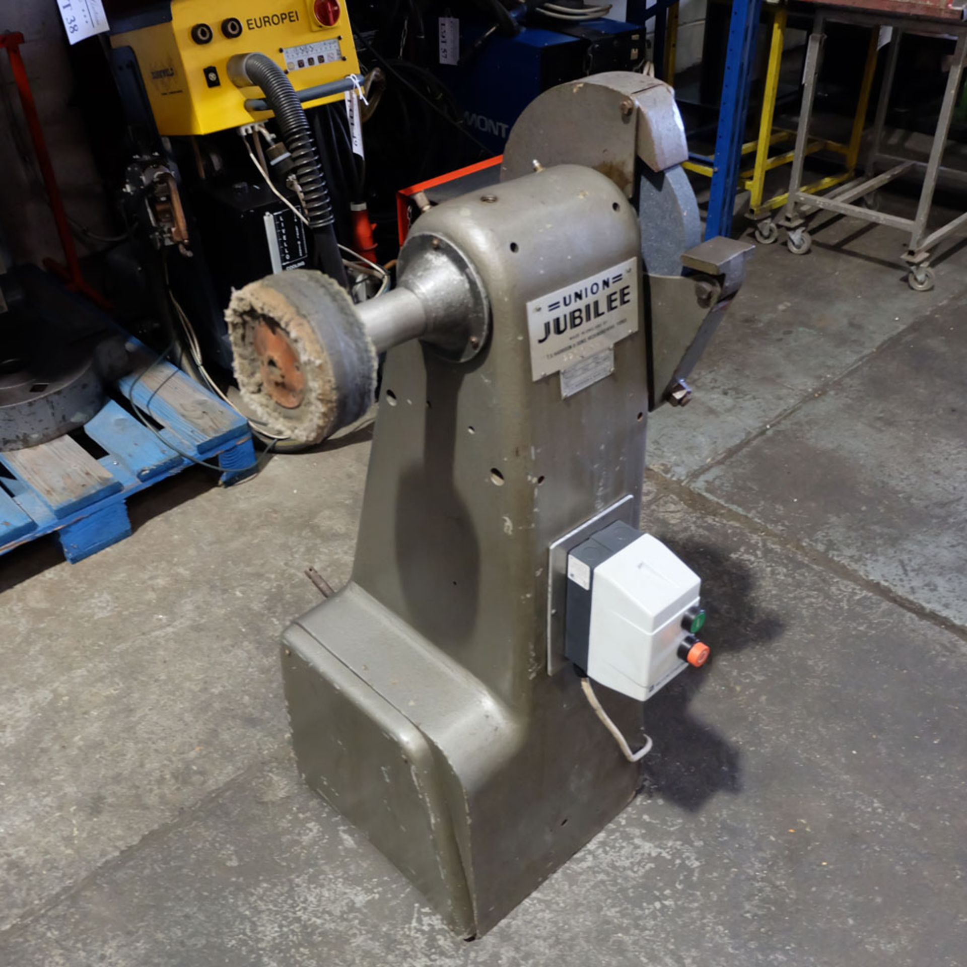 Union Jubilee Double Ended Pedestal Tool Grinding & Polishing Machine. Speed 2200rpm. - Image 2 of 6