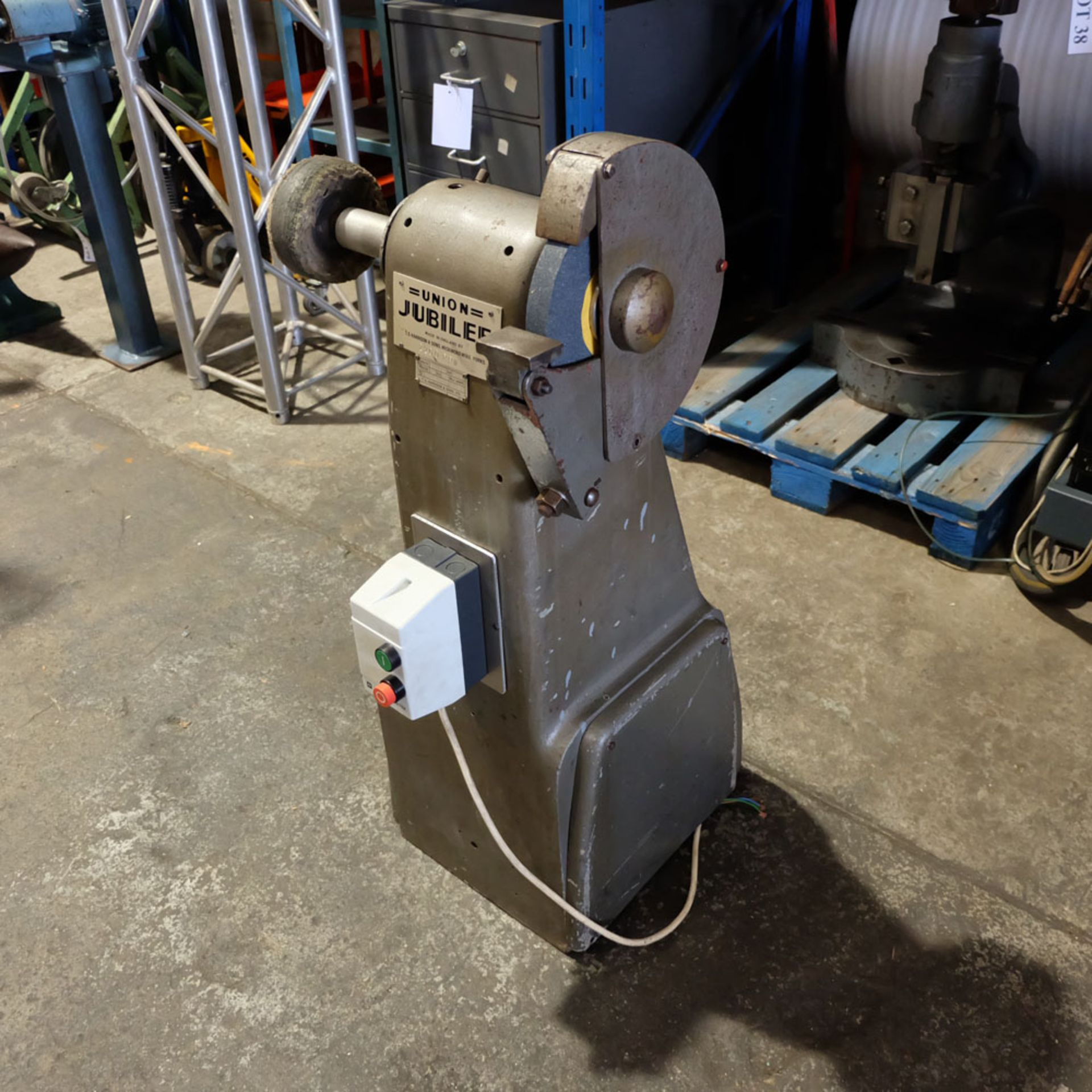Union Jubilee Double Ended Pedestal Tool Grinding & Polishing Machine. Speed 2200rpm. - Image 3 of 6