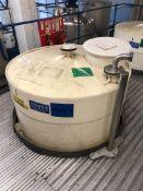2500 Litre cylindrical plastic storage tank