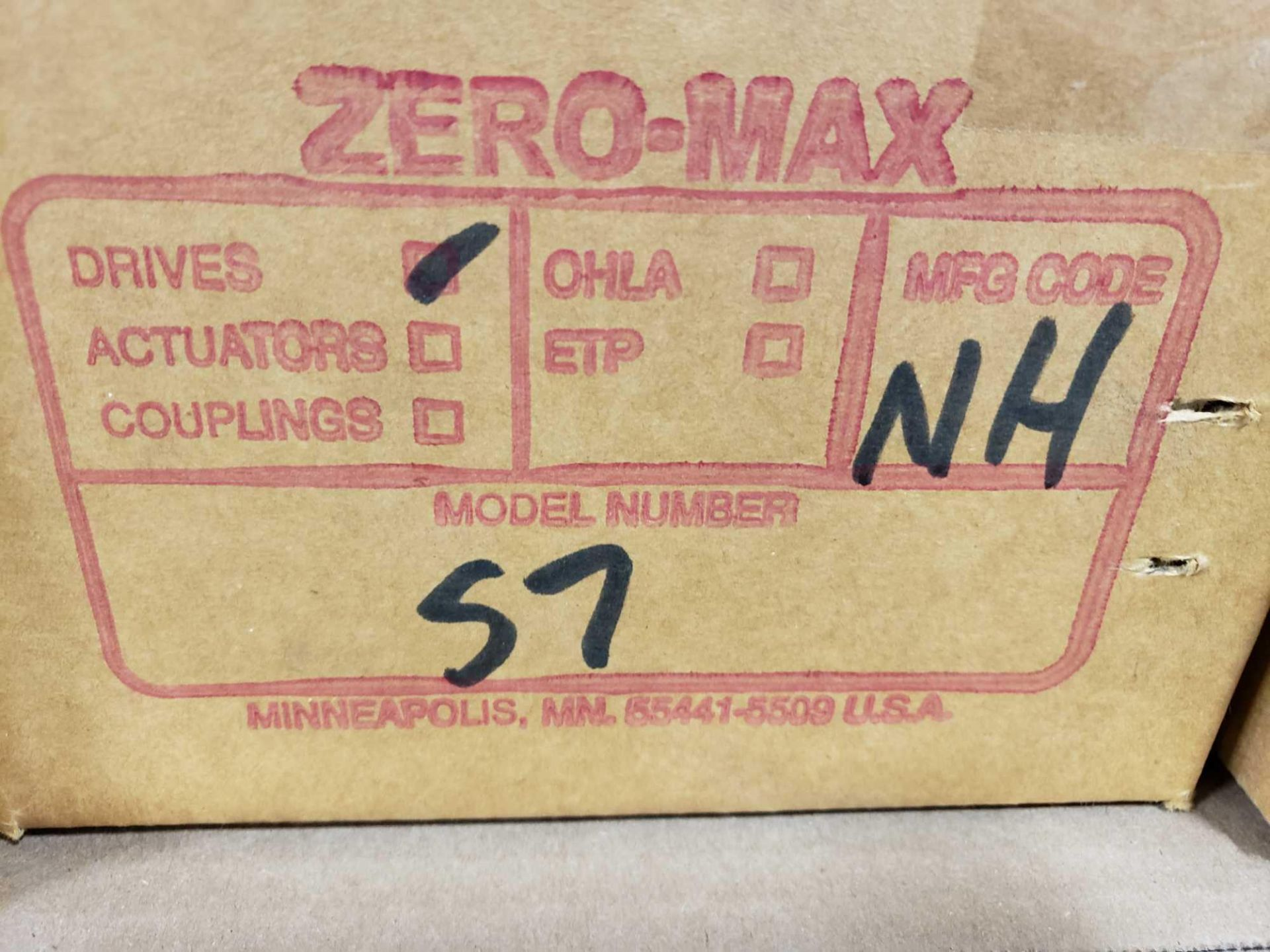 Lot 49 - Zero-max gearhead power block model S7, 0-20 output rotation, 12lb torque, 20:1 range. New in box.