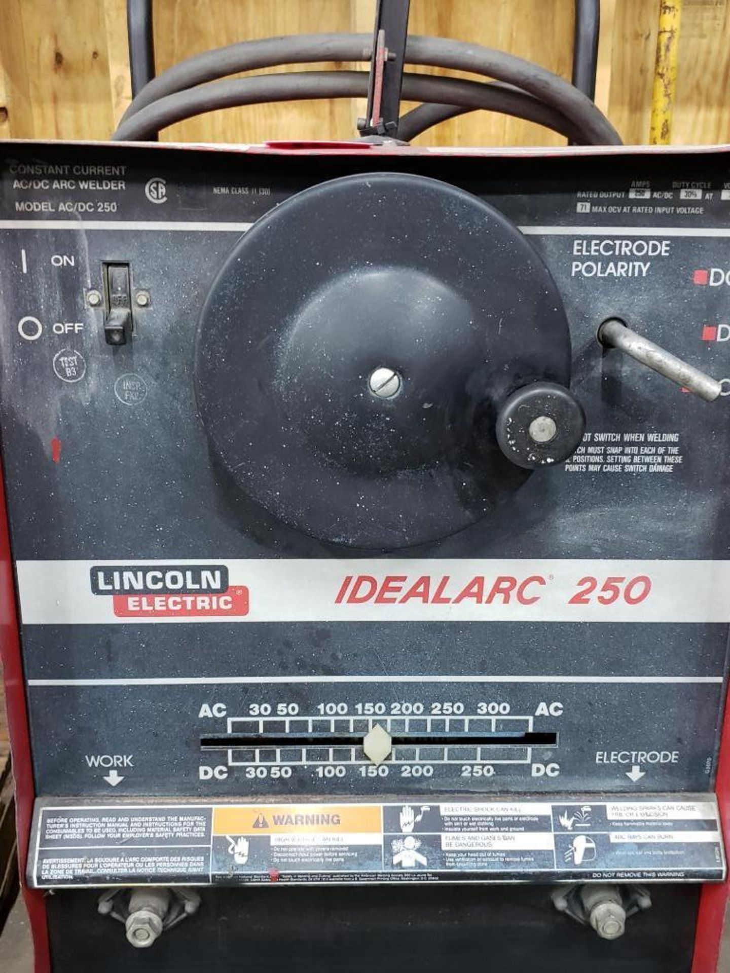 Lot 10 - Lincoln welder Idealarc 250 AC/DC arc welder.