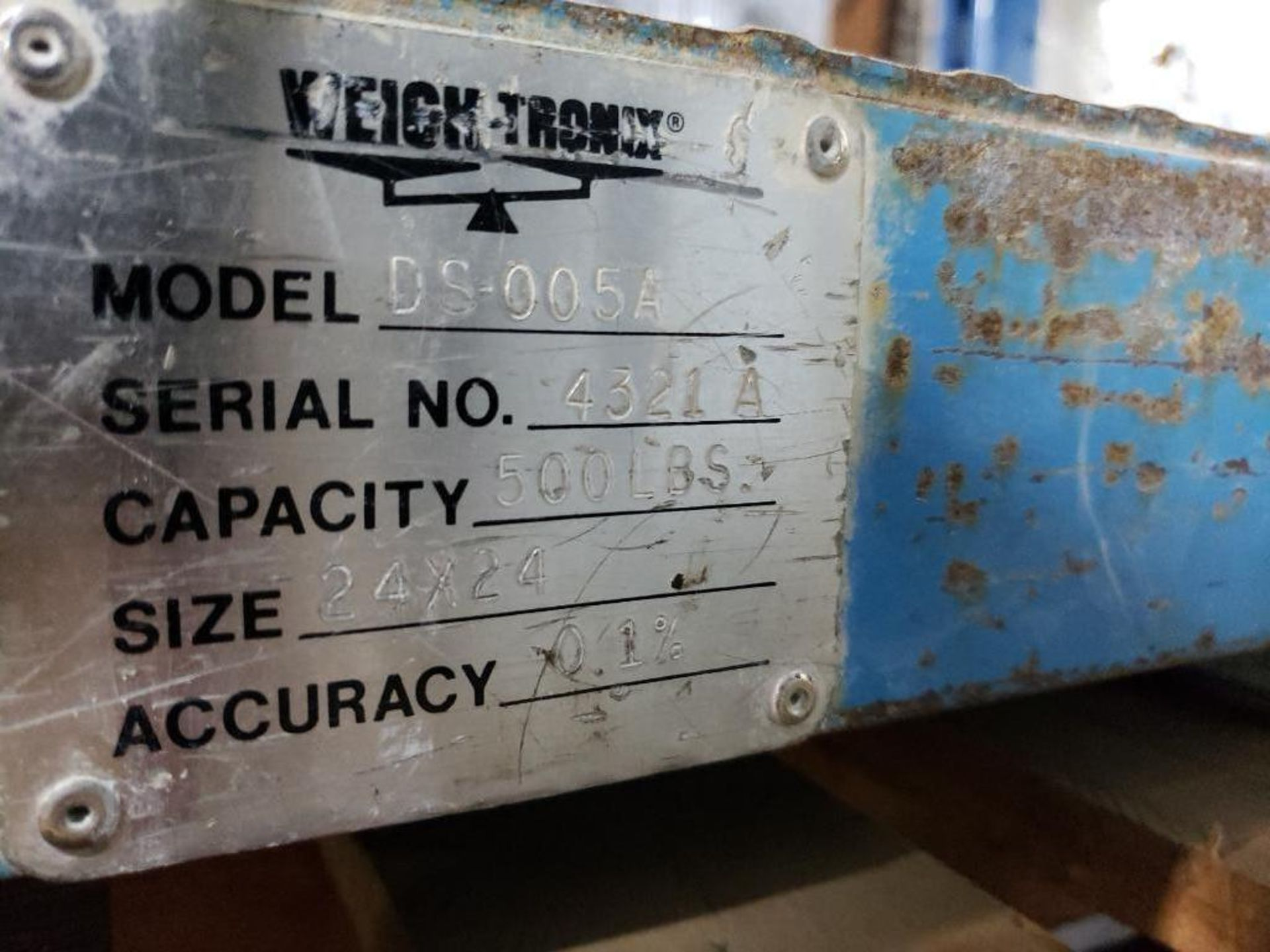 """Lot 169 - Weigh-Tronix scale model DS-005A, capacity 500lbs, .1% accuracy. 24""""x24"""" platform."""