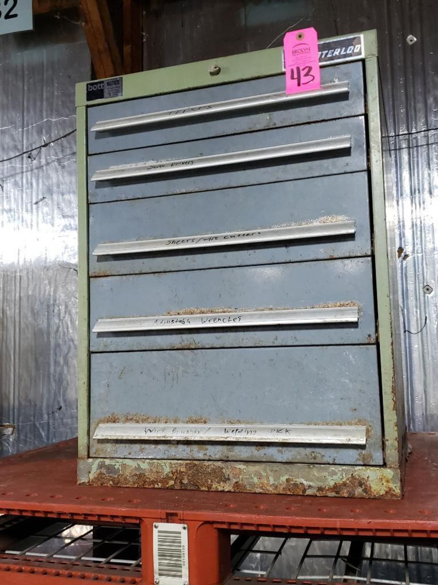 Lot 43 - 5 drawer Bott Waterloo tool cabinet. Overall dimensions 31.5Tx23Wx24D.