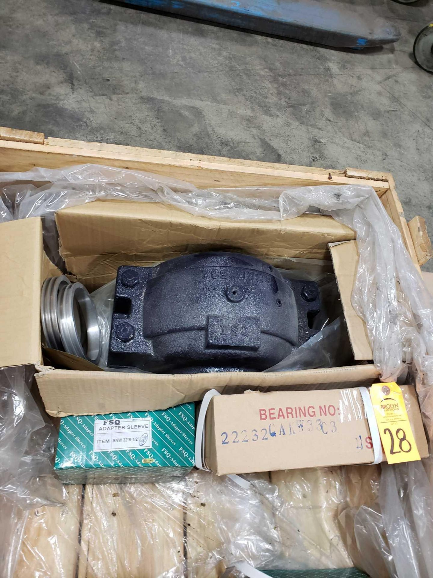 """Lot 28 - FSQ pillow block bearing model SAF-532 housing with 22232CAKW33C3 bearing and SNW32*5-1/2"""" sleeve."""